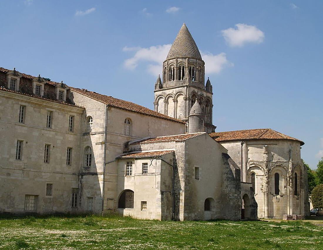 1100px-saintes_abbaye-aux-dames_chevet_et_clocher